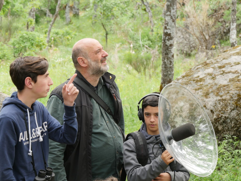 Carlos de Hita recording with young group of students from IES Altair Getafe to a space of the Natura 2000 network